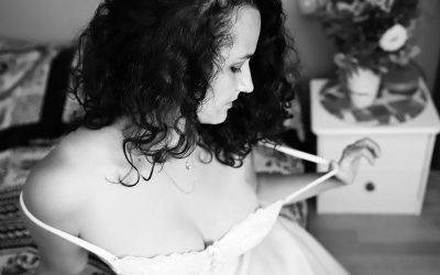 5 REASONS TO HAVE  BOUDOIR PHOTOS DONE!